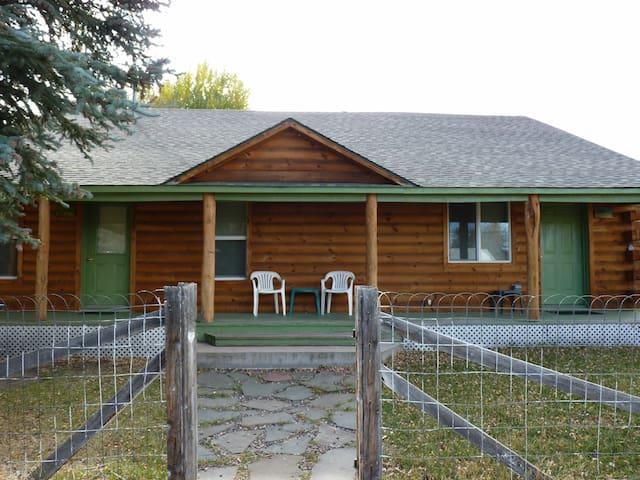 Aspen Pine Duplex Cabin- PINE SIDE. - Meeker - Casa de campo