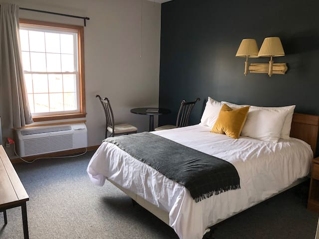 Queen Room (#1, ADA Accessible) - The Vinchester Inn