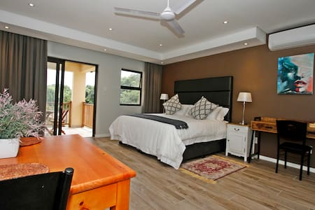 Casa Ridge ..Upmarket self cater accommodation - Umhlanga - Apartment-Hotel
