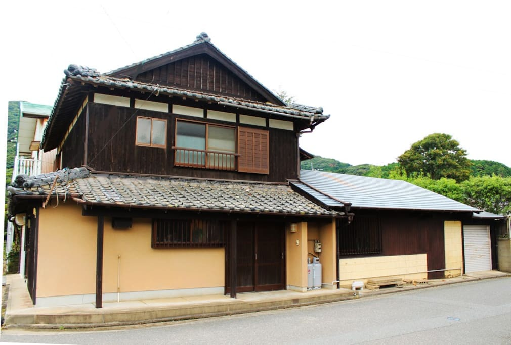 広々として落ち着く家です / two stories traditional wooden house