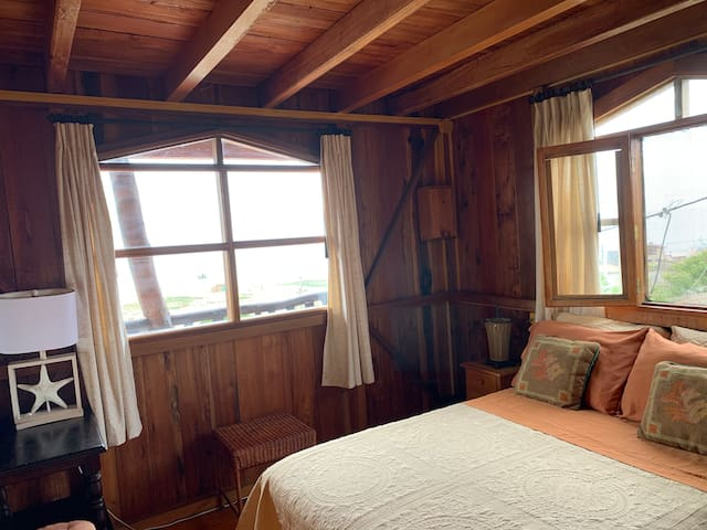 Wooden House in Sta. Marianita (room #2)