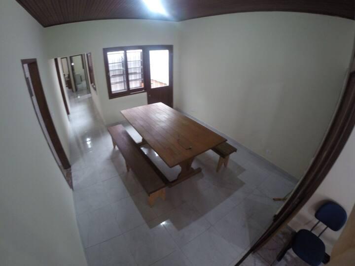 Casa Grande p/ 14 hóspedes, 800m da praia ENSEADA.