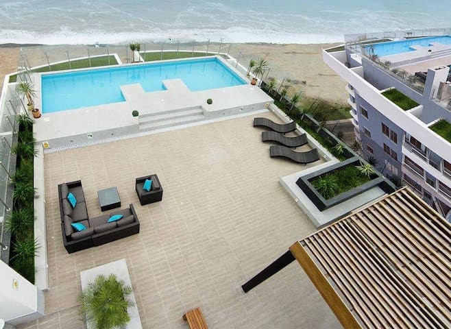 Ocean-front Apartment/ Close to Airport