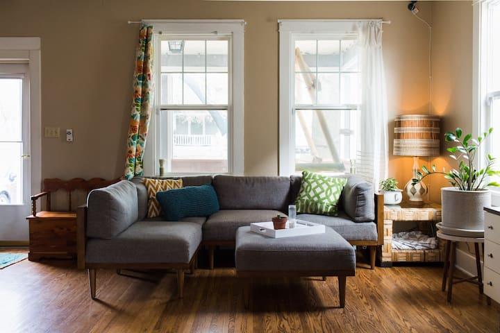 Super Clean Vintage Home - 4 mi to DWTN