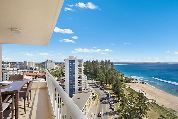 Rainbow Place unit 43 - Top floor apartment with views along the whole Gold Coast