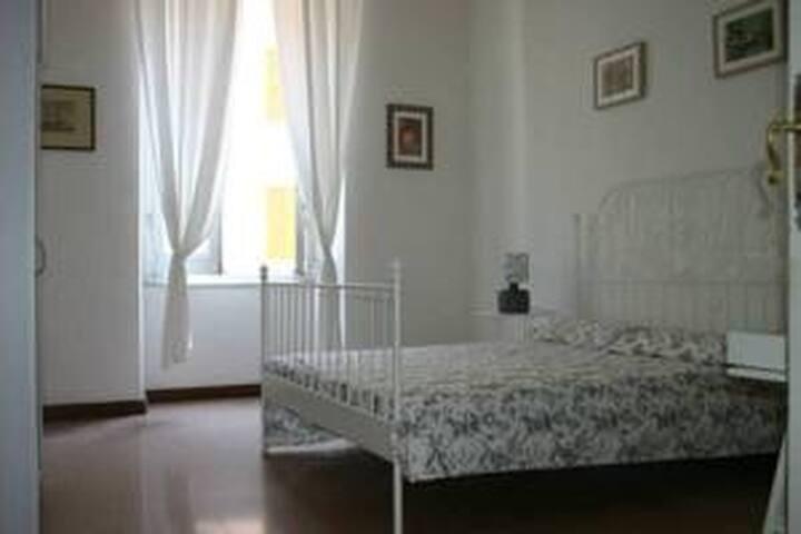 Romantic room with sea view. - La Spezia - Appartement