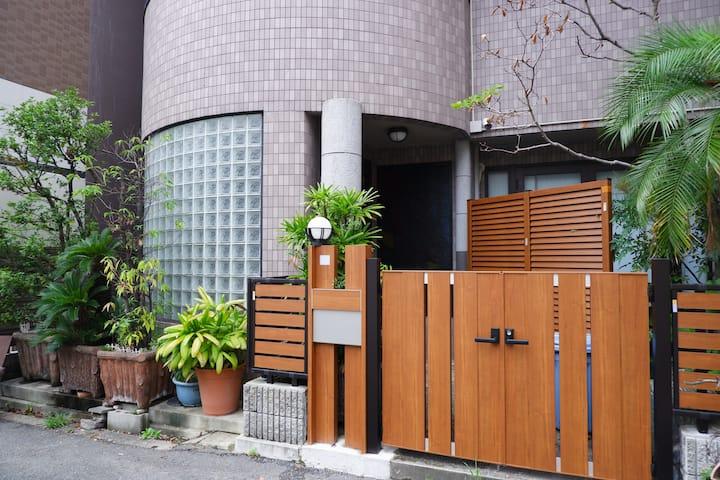 一戸建て「和邸良辰」は3線利用可能、駅まで歩いて4分ぐらい、三つの2LDK、180㎡広い空間です。