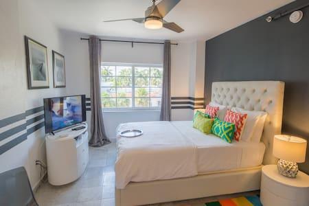 SOBE Refined Studio 2 min to Beach & Ocean Drive - Miami Beach - Appartement en résidence