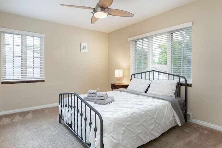 Bedrooms have ample floor space by making use of closet organizers for your luggage.