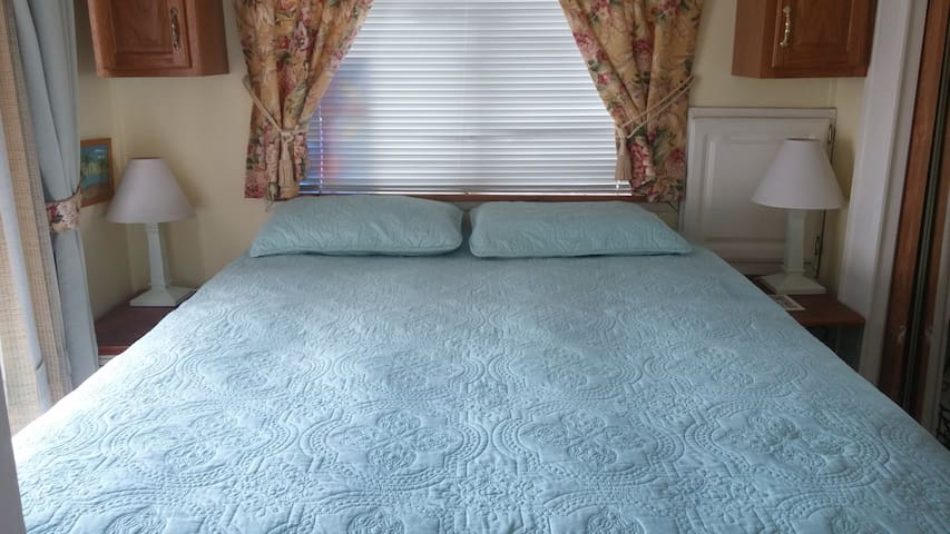 1 Bedroom with a pillow top queen bed with the opt. to bring your own sheets/towels or rent ours for $50.00.  Clean bedspread, mattress pad and  pillow protectors for each guest.