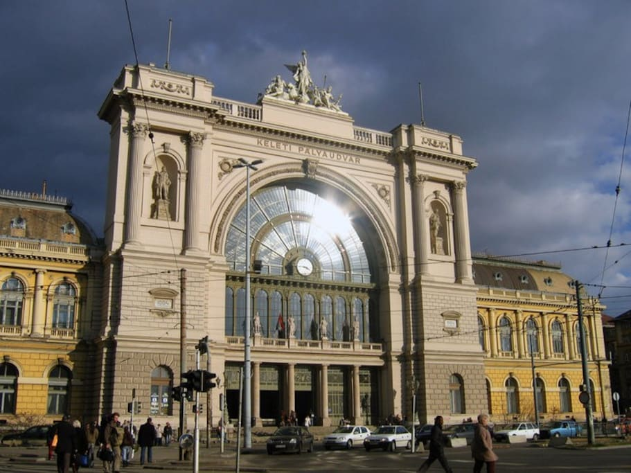 Keleti train station only 4 stop Bus travel time 5-10 mins