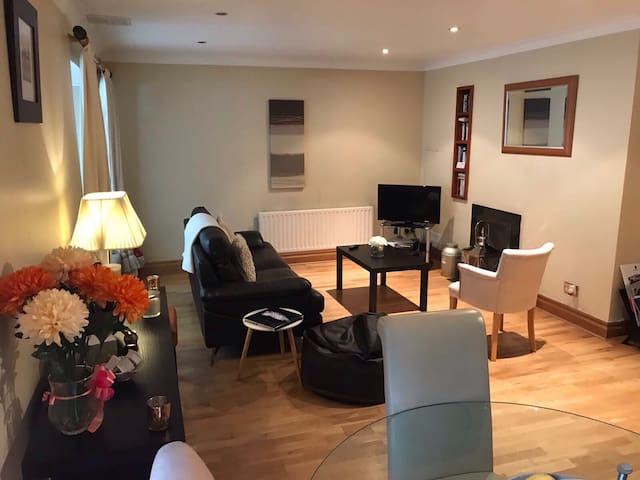 Best Located Luxury 2 Bed Apartment