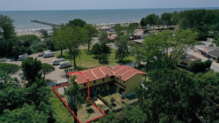 Villa Veronica, libera su 3 lati, fronte mare