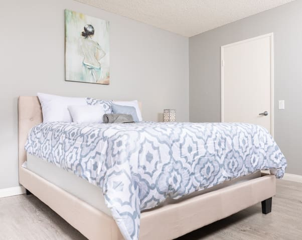 Luxury One Bedroom in Hollywood-Furnished