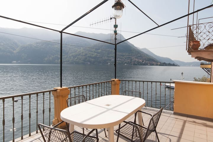 Carate Terrazzo AMAZING LAKE VIEW, sleeps 6 - Carate Urio - House