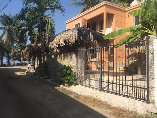 PRIVATE ROOM RENT CLOSE TO THE SEA LA MANZANILLA