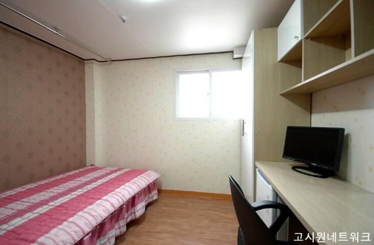 SIMPLE A Cozy Private Studio for Friend (D)