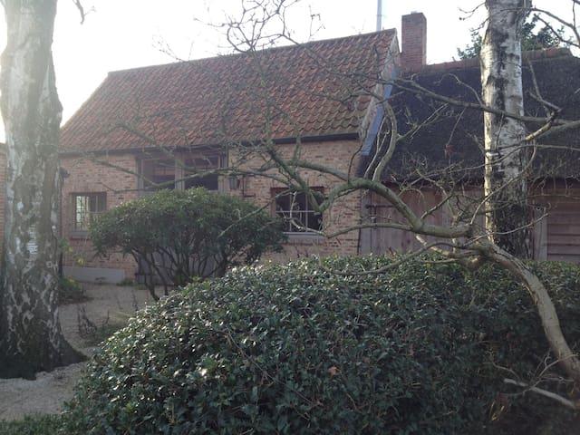 Logeren in sfeervolle schuur ! - Kalmthout - House