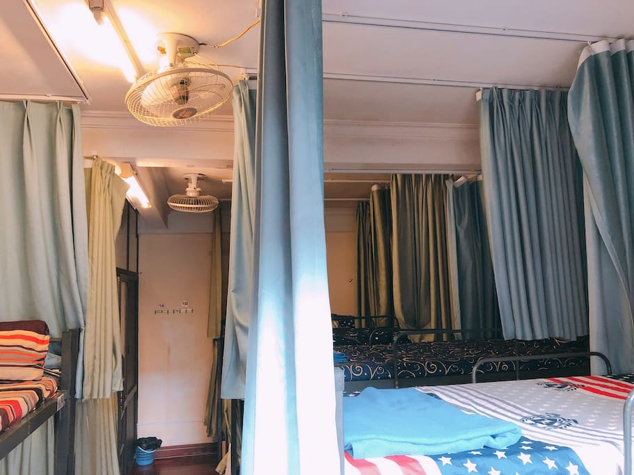 We have free towel and locker for all my guests in mixed dorm