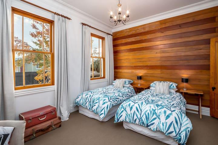 Warren Room 3