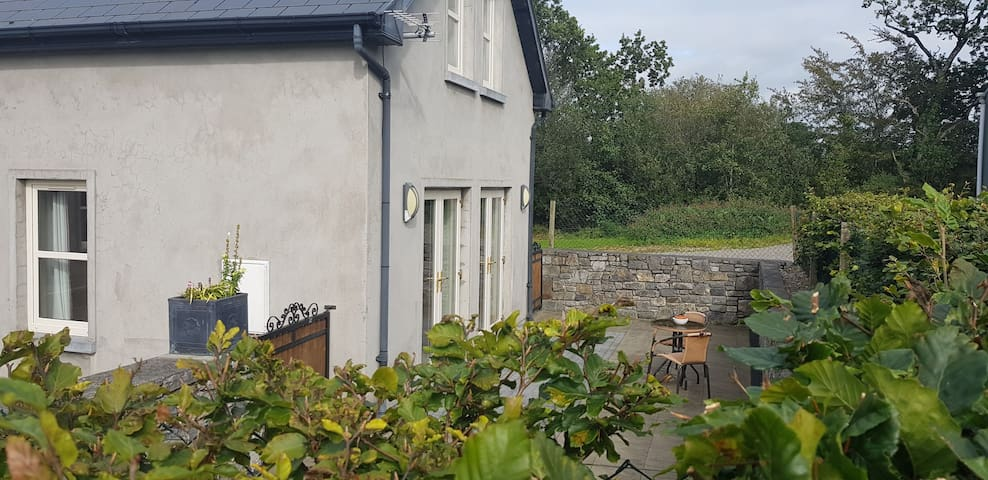 Spacious, clean, 2 bedroom Cottage in NORTH CORK