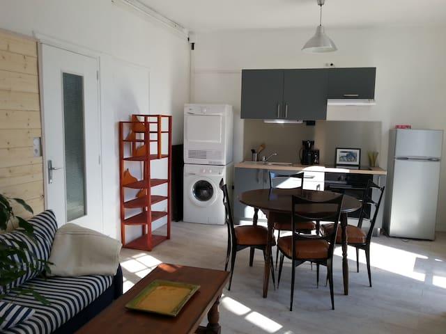 Appartement accueillant en centre bourg 2 chambres - Locmariaquer - Apartamento