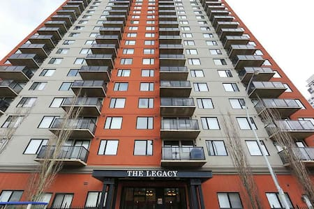 Beautiful Condo in the ICE District - Edmonton - Apartment