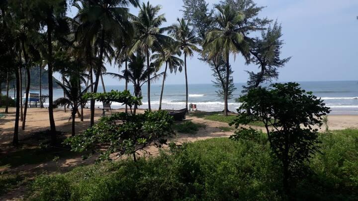 Just Gokarna (bunker bed) Kudle beach front