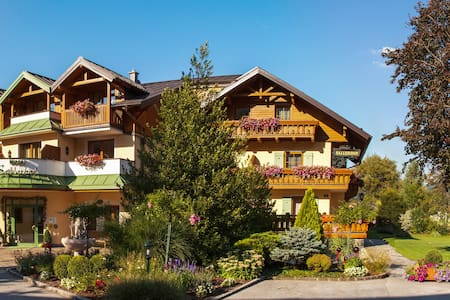 Two-bedroom suite-apartment 4 miles from Salzburg - Grödig - Bed & Breakfast