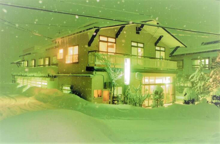 無料Wi-Fi・無料駐車場◆天然「白馬八方温泉」引湯のリーズナブルな宿◆エコノミー 和室 2人部屋