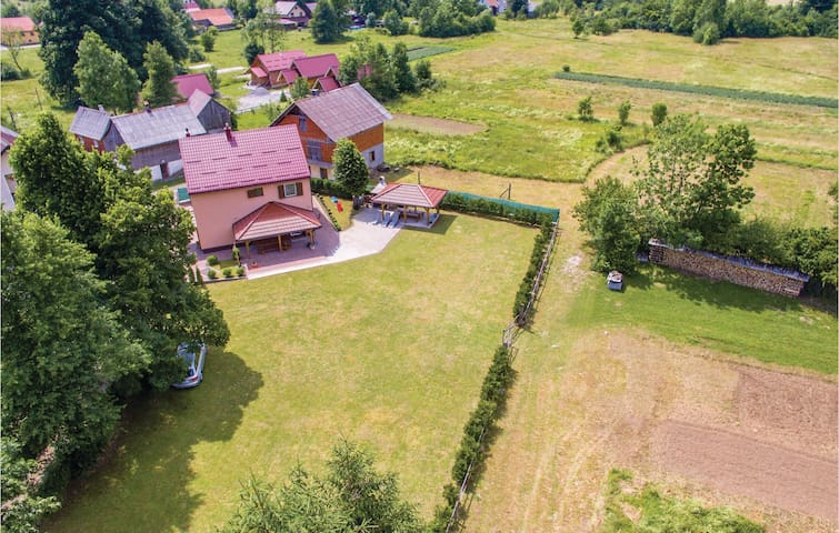 Holiday cottage with 3 bedrooms on 100m² in Jasenak