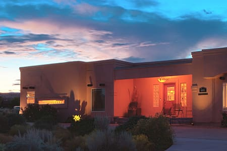 Asian Room - Dreamkatchers Lake Powell B & B - Big Water - Bed & Breakfast