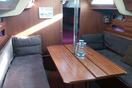 Logement à bord d'un joli voilier chauffé à quai - Sète - Kapal