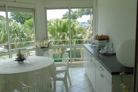 Appartement  Duplex T3 à Gosier face mer et marina