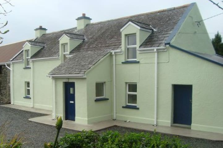 Ring of Kerry Traditional Farmhouse Cahersiveen - Cahersiveen - 獨棟