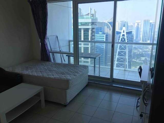 Furnished room next to metro for single Male