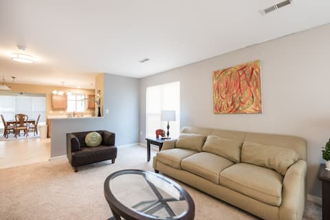 Townhome 10 miles from Washington Dulles Airport