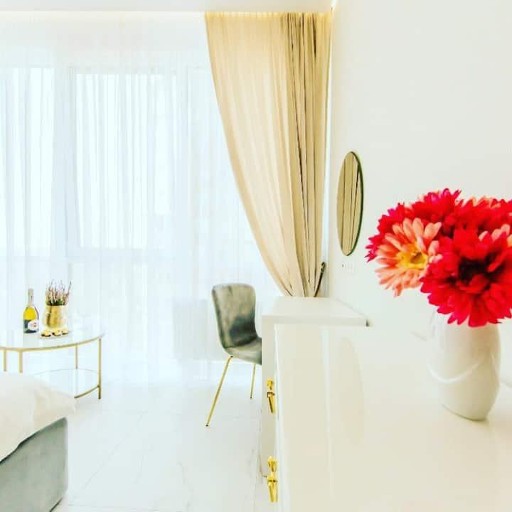 Beautiful Apartment with panoramic windows!