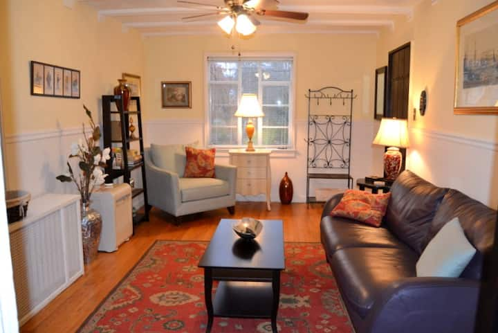 Cheerful One Bedroom Apartment in Historic Bldg.