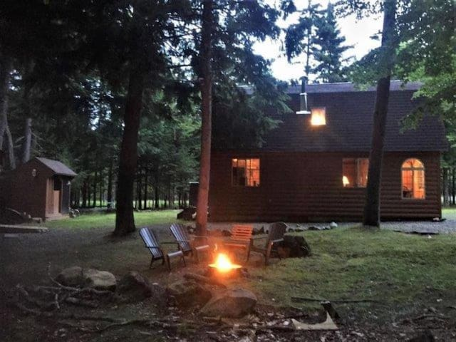 Beautiful cabin with Moosehead Lake Access