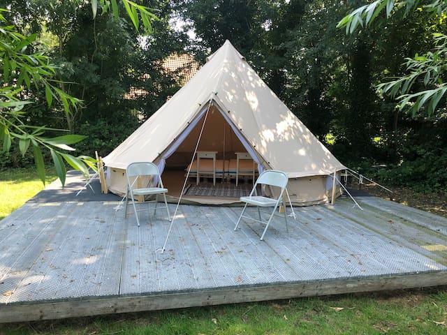 Leuke basic Bell tent 500 vlakbij jachthaven.