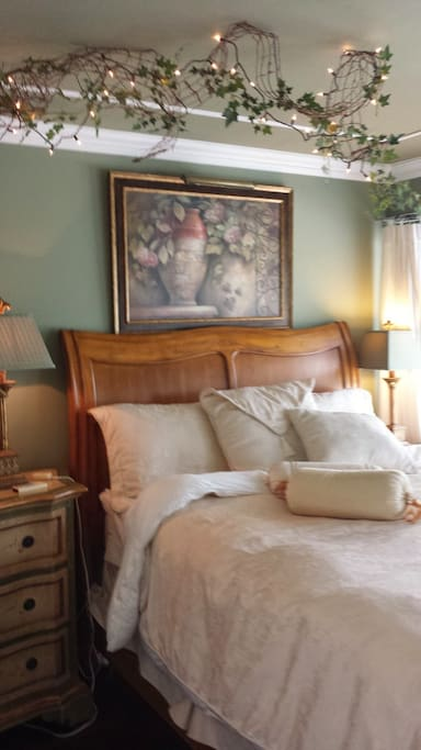 Guest Room /Queen bed