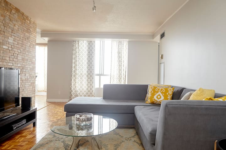 Spacious Apt with Modern Furnishing - Toronto - Apartmen