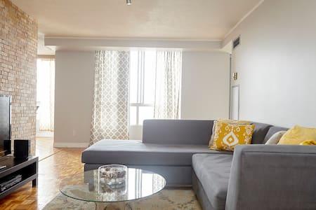 Spacious Apt with Modern Furnishing - Toronto - Apartament