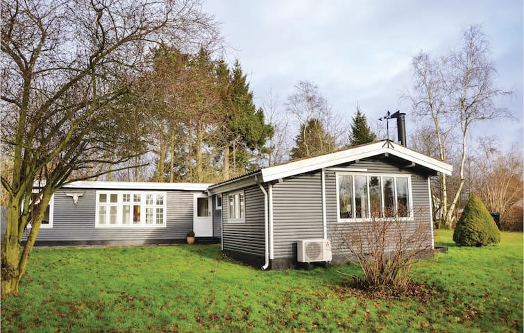Holiday cottage with 2 bedrooms on 73 m² in Jægerspris
