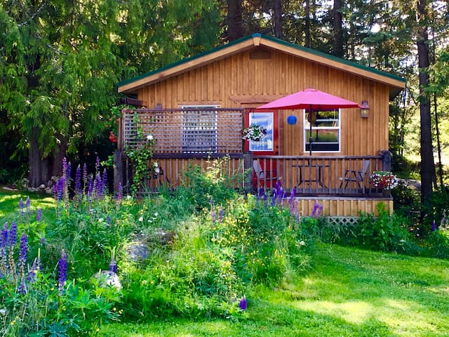 Cozy Kootenay Cottage for Two, Pet Friendly - Nelson - Zomerhuis/Cottage