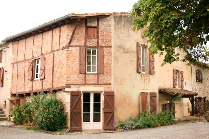Historic House just 5km from Cordes Sur Ciel - Cordes-sur-Ciel - Casa