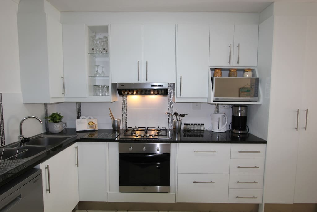 Elegant kitchen with Gas hob and electric oven