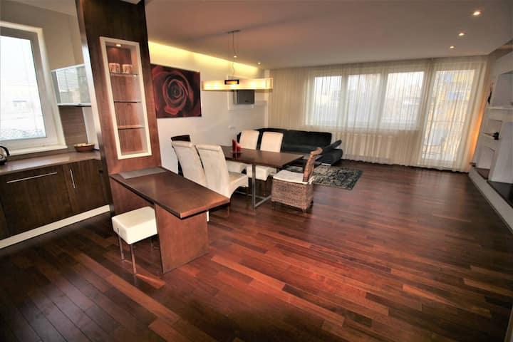 Luxury flat 115 m2 in wide center, free parking