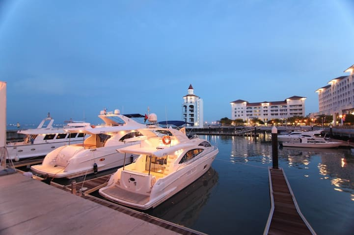 Luxury Quayside Seafront Resort Introductory offer - Tanjung Bungah - อพาร์ทเมนท์